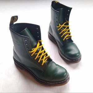 DOC MARTENS • 1460 green leather combat boots